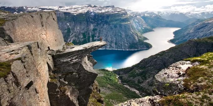 hiking-trolltunga-hardangerfjord-norway-2-1_353a98f6-1f27-4a0d-953c-f2267f4e4b20